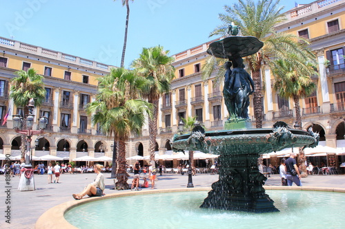 Foto op Canvas Barcelona Die Placa Reial in Barcelona mit dem Springbrunnen