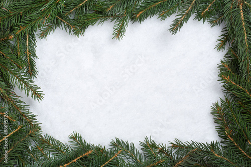 weihnachten rahmen hintergrund mit tanne tannenzweige schnee u kaufen sie dieses foto und. Black Bedroom Furniture Sets. Home Design Ideas