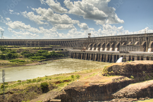 In de dag Dam The large dam of Itaipu in Brazil