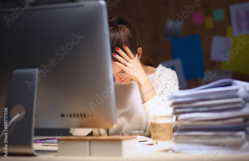 Fotografía  Young and beautiful businesswoman tired from work in the office