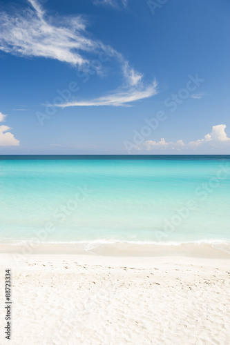 Foto op Plexiglas Caraïben Shore of classic turquoise Caribbean Sea dream beach under bright blue sky near the resort town of Varadero, Cuba