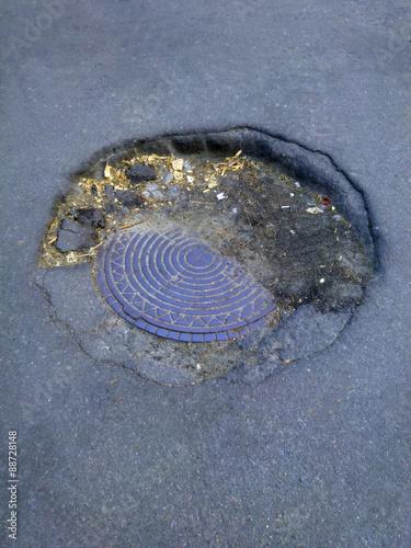 Fotografie, Obraz  hatch almost falls into the asphalt