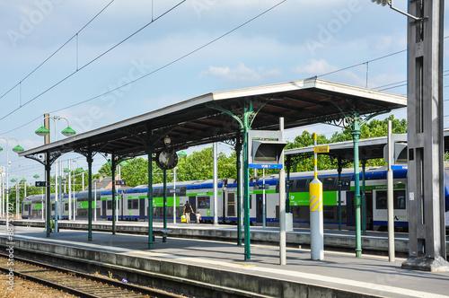 Papiers peints Gares Estación de ferrocarril de Beauvais, trenes, Francia
