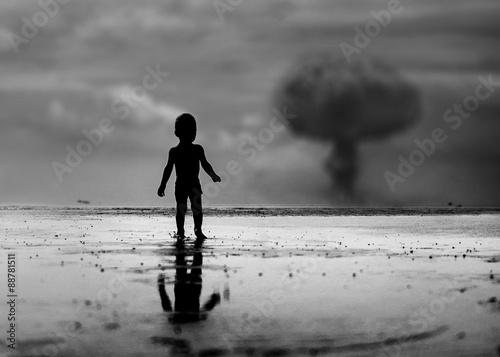 Fototapeta Child looking on nuclear war episode