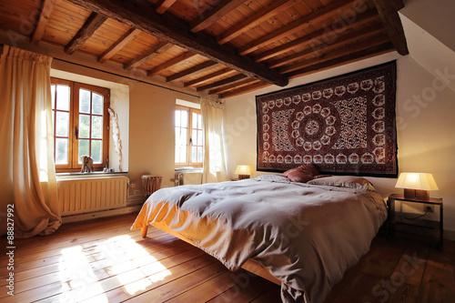 chambre en Ardennes avec plafond en bois et poutres apparentes ...