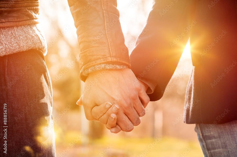 Fototapeta Couple holding hands