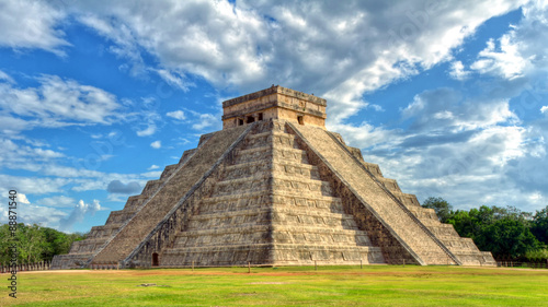 Fotografia Mayan pyramid of Kukulcan El Castillo in Chichen Itza, Mexico