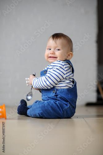 Photo  kleinkind in Latzhose