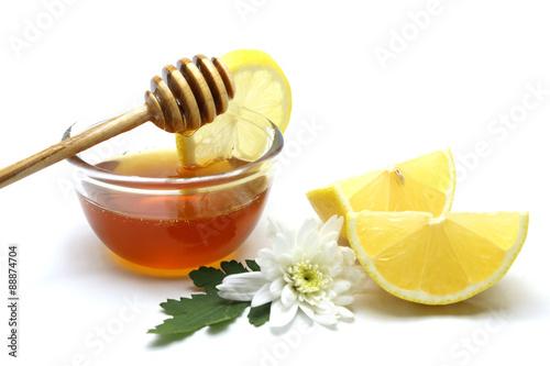 Photo  Honey and lemon on white background