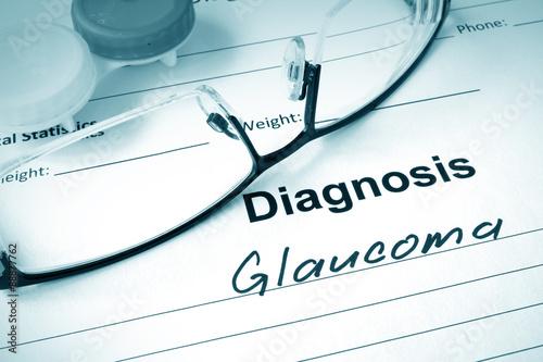 Fotografía  Lista de diagnóstico de glaucoma y gafas