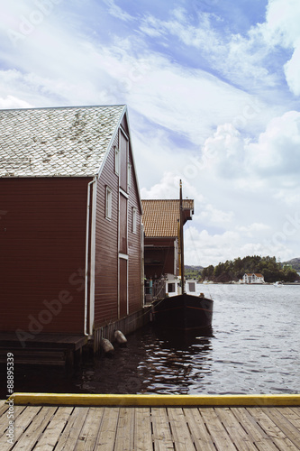 Foto op Aluminium Scandinavië Pier and houses on the water with boat