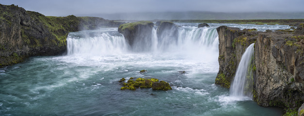Fototapetapanorama of waterfall with clouds in Iceland