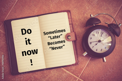 "Foto  Inspiration quote : ""Do it now!,Sometime later becomes never"""