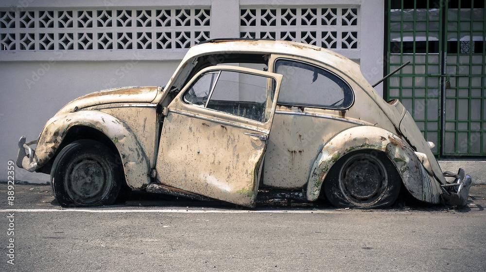 Fototapeta old abandoned car