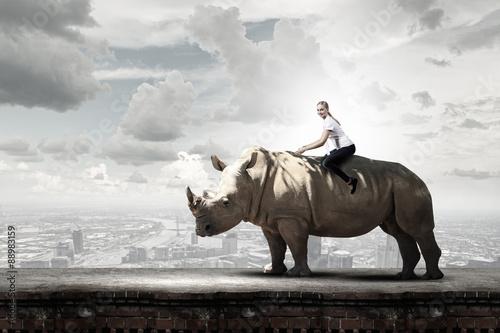 Poster de jardin Rhino Woman ride rhino