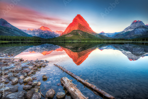 Photo  Swiftcurrent Lake at Dawn