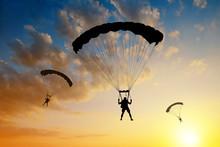 Silhouette Skydiver Parachutis...