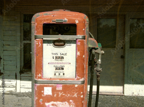 In de dag Route 66 aged and worn vintage gas pump