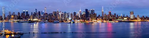 New York Panorama bei Nacht mit Blick auf die Manhattan Skyline