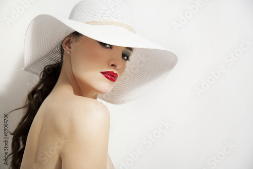 Fotomural red lips and white hat