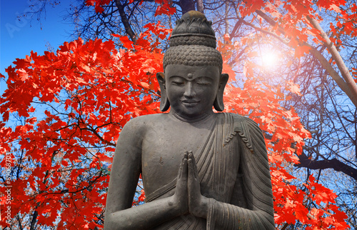Photo  Old Budha - statue in Asia and Red maple