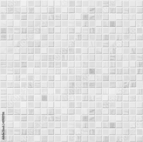bialy-ceramiczny-lazienka-plytki-scienne