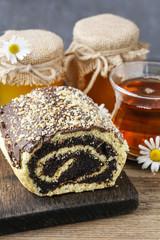 Obraz na płótnie Canvas Poppy seed cake with honey