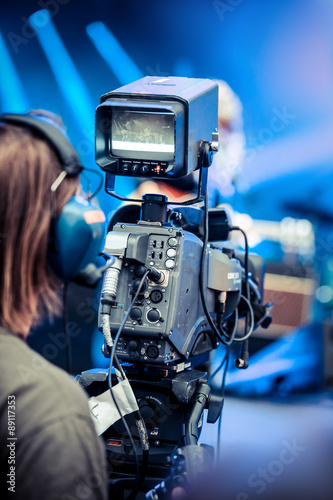 Fotografia cameraman caméra filmer plateau concert artiste technicien écr