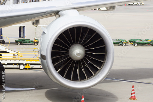 Foto op Aluminium Vliegtuig Commercial airplane loading at the airport