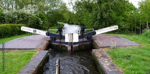 Poster de jardin Canal Lock gate on the Staffordshire and Worcestershire Canal