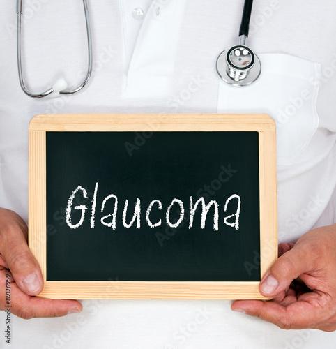 Fotografía  Glaucoma - médico con la pizarra