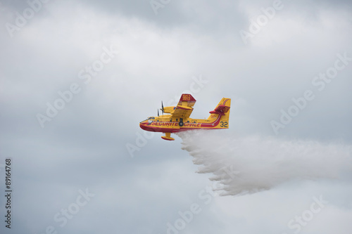 Tuinposter Helicopter water bomber aircraft