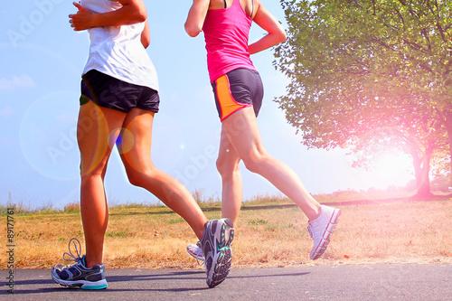 Foto  zwei Läuferinnen