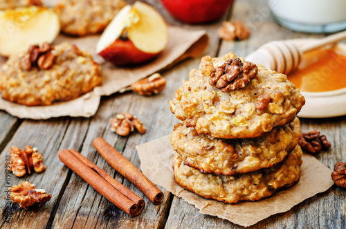 Fotobehang Koekjes apples oats cinnamon cookies