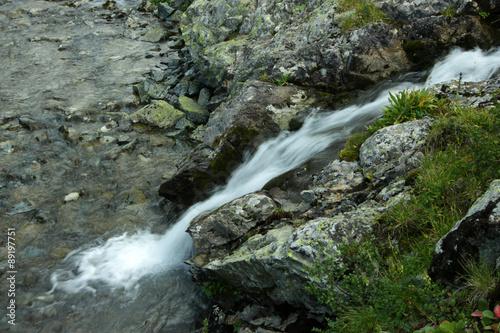 Fototapeten Forest river Алтай, водопад