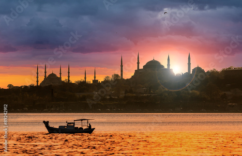Poster Turquie Sunset over Istanbul Silhouette and the fishing boat
