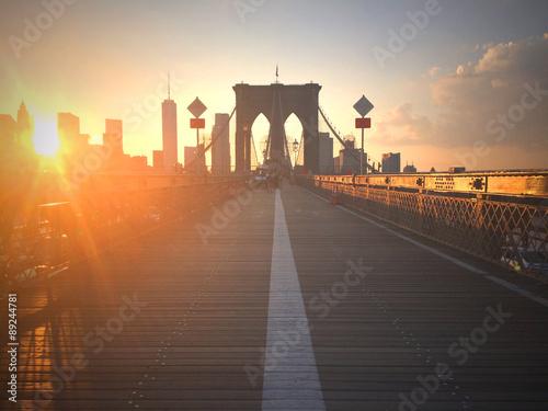 fototapeta na szkło Ponte di Brooklyn al tramonto con vista di New York