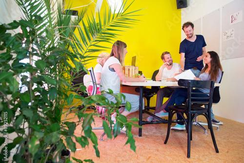 Fotografía  Creative office with plants