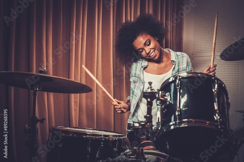 Canvas Print Black woman drummer in a recording studio