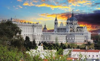 Madryt, katedra Almudena i Pałac Królewski - Hiszpania