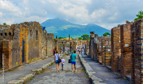 Stampa su Tela people are walking through ruins of the historical city of pompeii