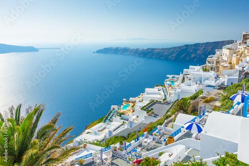 Obraz Miasteczko na Santorini z widokiem na Morze Egejskie, Grecja - fototapety do salonu