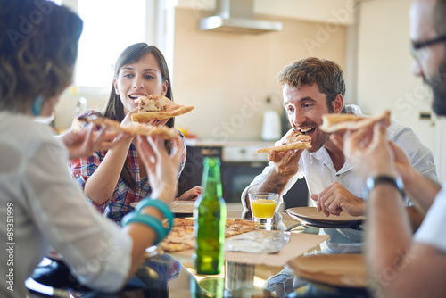 Photo  Two couples eating pizza