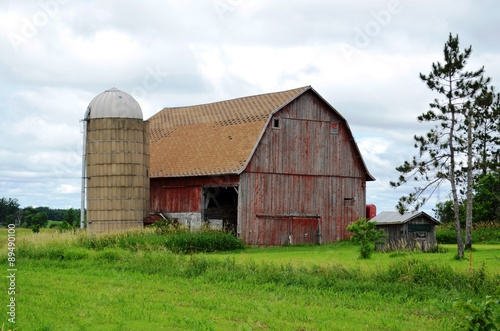 Fotografie, Obraz  Weathered vintage barn and rustic rural scenery
