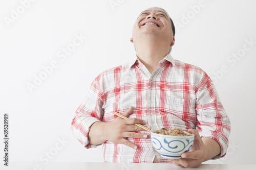 食事を摂る中年男性 Canvas-taulu