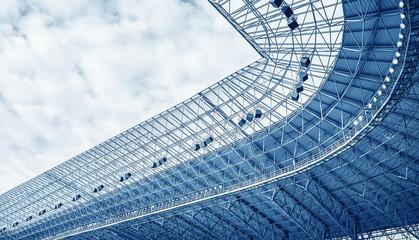 Izgradnja krova stadiona.