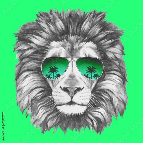 Photo sur Toile Croquis dessinés à la main des animaux Hand drawn portrait of Lion with sunglasses. Vector isolated elements.