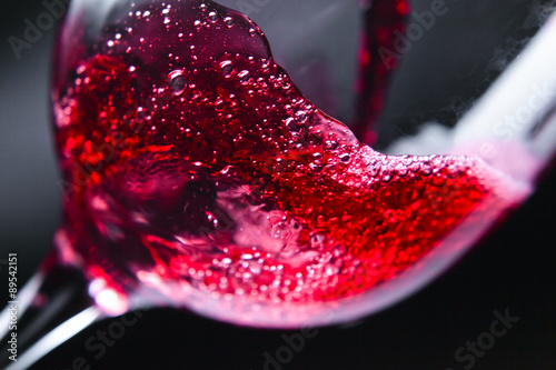 Red wine in wineglass Fotobehang