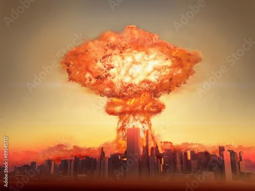 Fotografija Explosión atómica en una ciudad