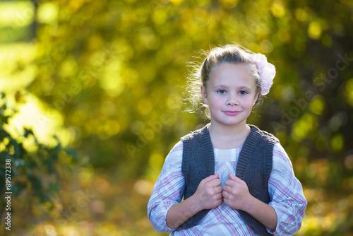 Portrait of a dorable little girl  in the beauty  autumn park Tableau sur Toile